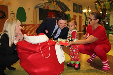 Patrick Reed and wife Justine visiting Children's Memorial Hermann